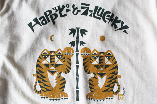 "GOHEMP (ゴーヘンプ) MEN'S ""HAPPY & LUCKY"" 招く虎 by Kads MIIDA BASIC S/SL TEE"